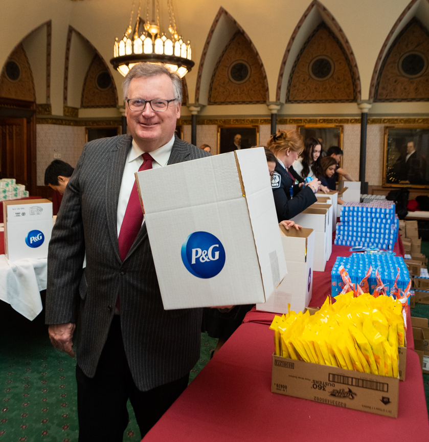 I'M PACKING KITS FOR INDIGENOUS COMMUNITIES THANKS TO PROCTER & GAMBLE